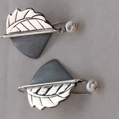 olga-jusidman-silver-leaf-earring